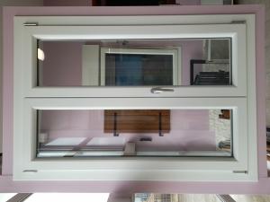 Finestra in PVC bianco frassino effetto legno, due ante tirare dx, con anta-ribalta, misure L102,5 x H153,5 € 332,15 POSA E TRASPORTO ESCLUSI
